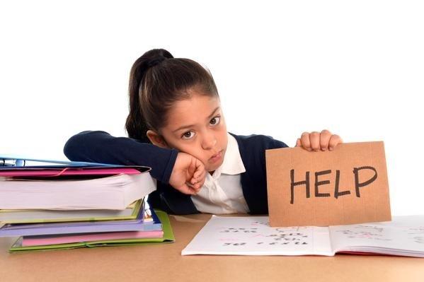 copil care are nevoie de ajutor cu tema