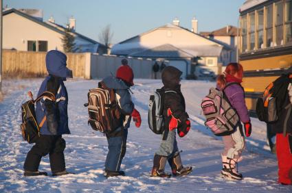 copii-care-merg-la-scoala