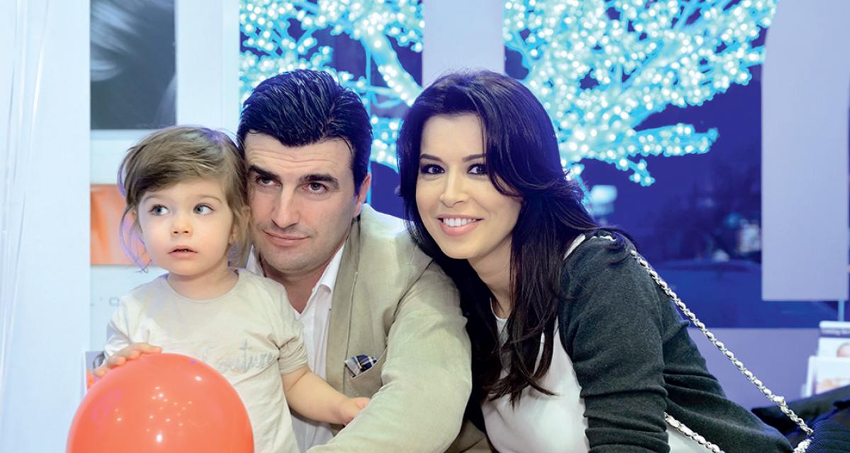 Simona Pătruleasa alături de soțul ei, Sabin Ivanof, și fiica lor, Ingrid. Credit foto: Arhiva revistei VIVA!