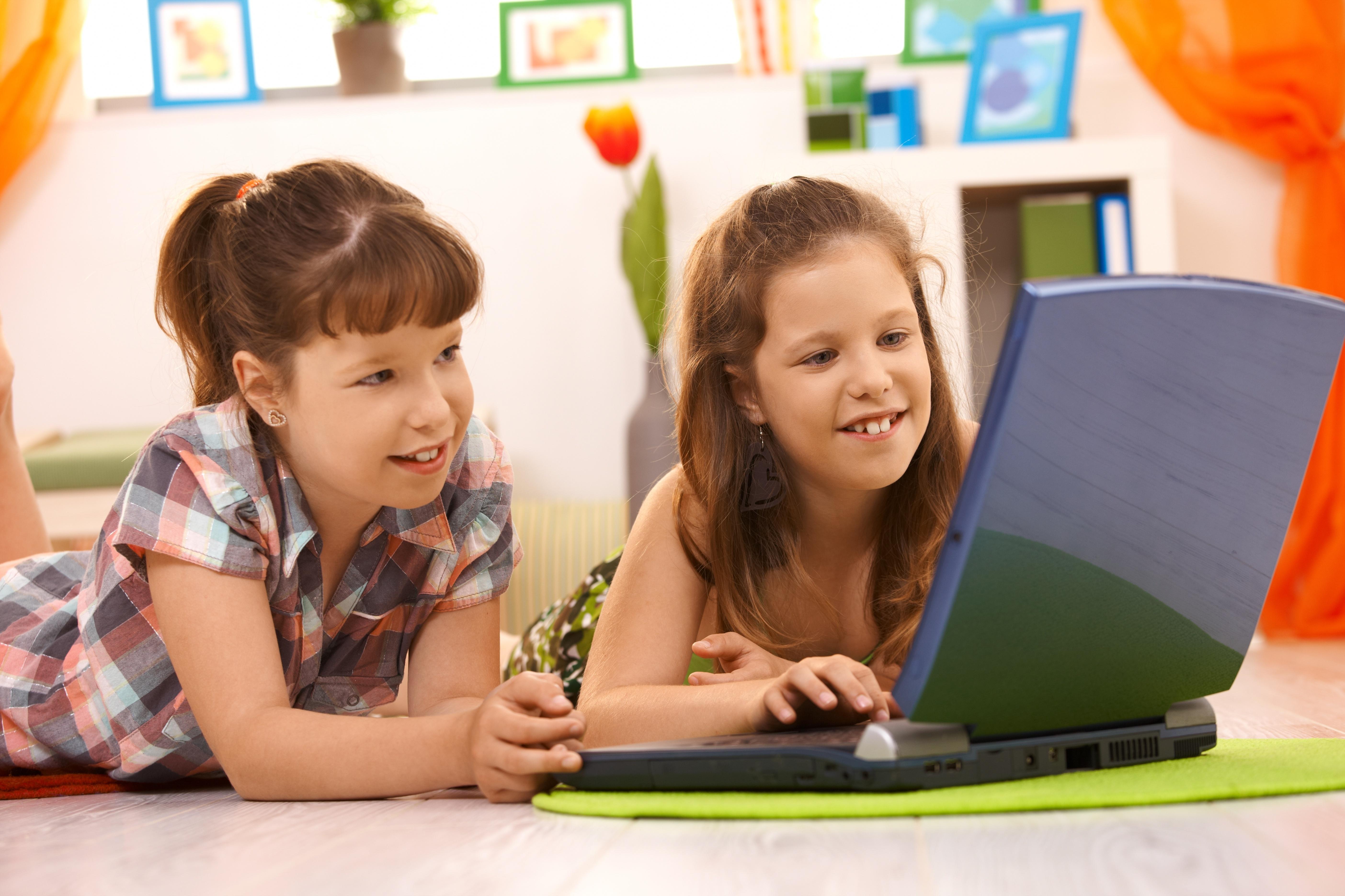 Pasiunea copiilor pentru digital și siguranța lor cibernetică