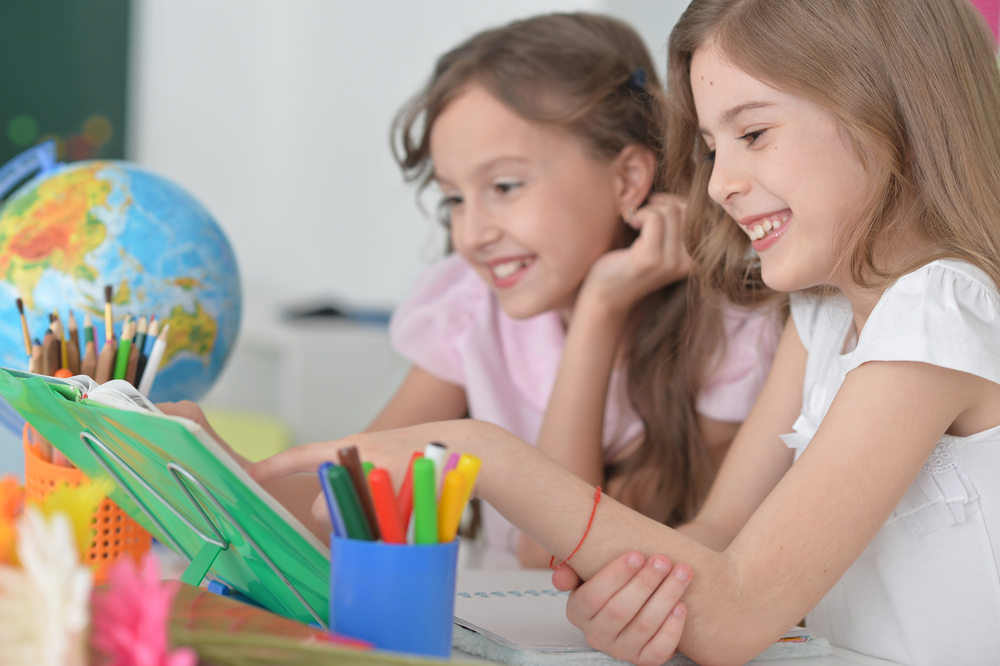 De ce nu le place copiilor să învețe singuri acasă